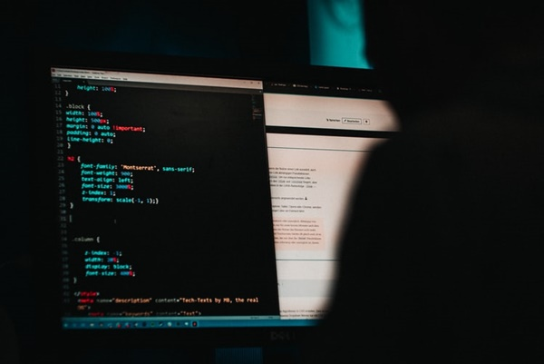 programming a website in HTML (©Mika Baumeister)