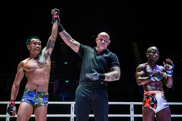 Yodkaikaew Fairtex, Nick Chapman, John Shink (©ONE Championship)