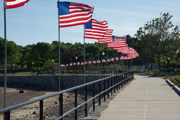 American flags (©Paula Morin)