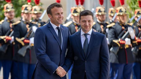 Emmanuel Macron, Volodymyr Zelensky
